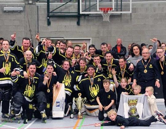 Na de Beker van België winnen Sportiek Spins ook het inline kampioenschap.