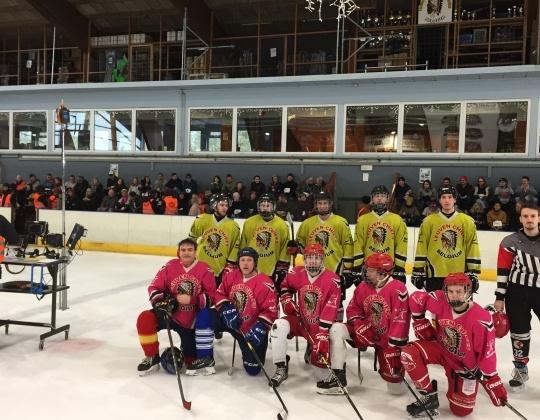 IJshockeyers bezorgen deelnemers Homo Universalis opdracht
