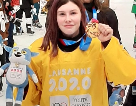 Anke Steeno brengt Olympisch ijshockeygoud terug naar huis